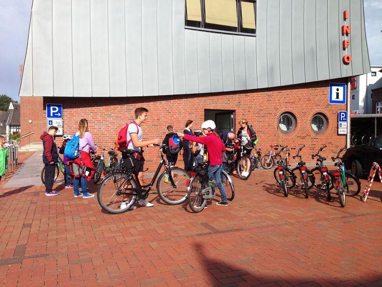 Ganzjährig verleiht Paddel und Pedal Räder in Tourist-Information Leer, Südliches Ostfriesland.