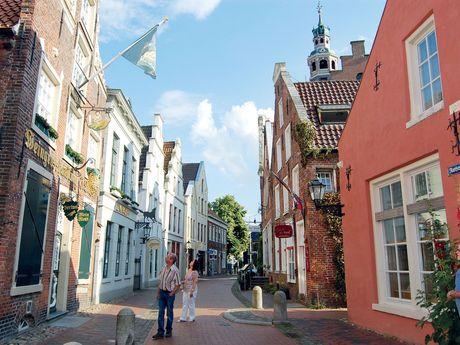 Die Leeraner Altstadt - südliches Ostfriesland - mit klaren Himmel und Sonnenschein.