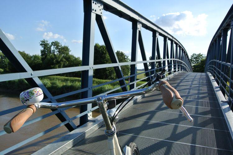 Fahrradfahrer unterwegs auf der Amdorfer Autobrücke