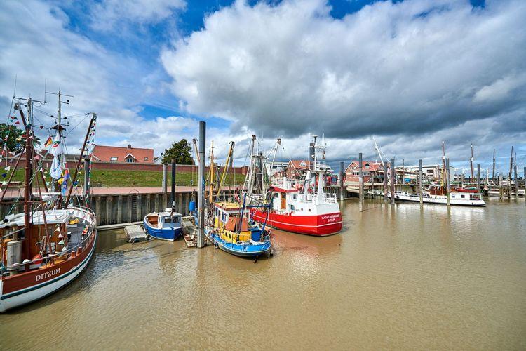 Schiffe im Ditzumer Hafen